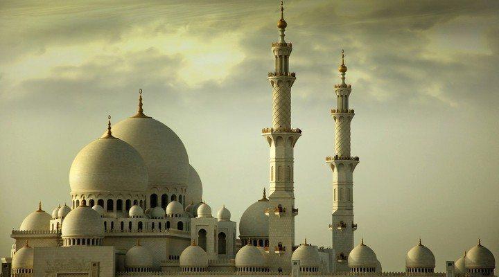 Meraih Kedamaian Dalam Masyarakat Dengan Syariat