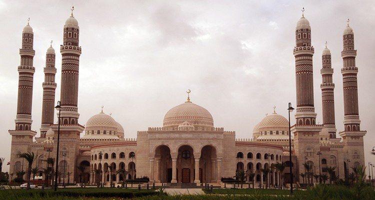 Bersegera Menuju Masjid di Hari Jumat dan Meninggalkan Aktivitas Duniawi